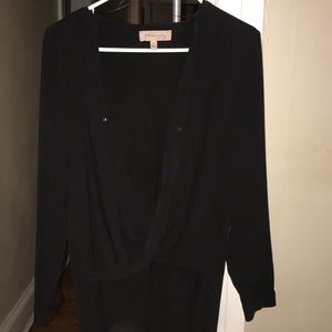 Black scoop shirt with long back
